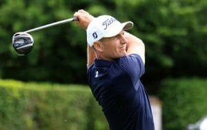 Golfer im Durchschwung